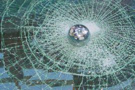 Бронирование стекол автомобиля и зданий пленкой